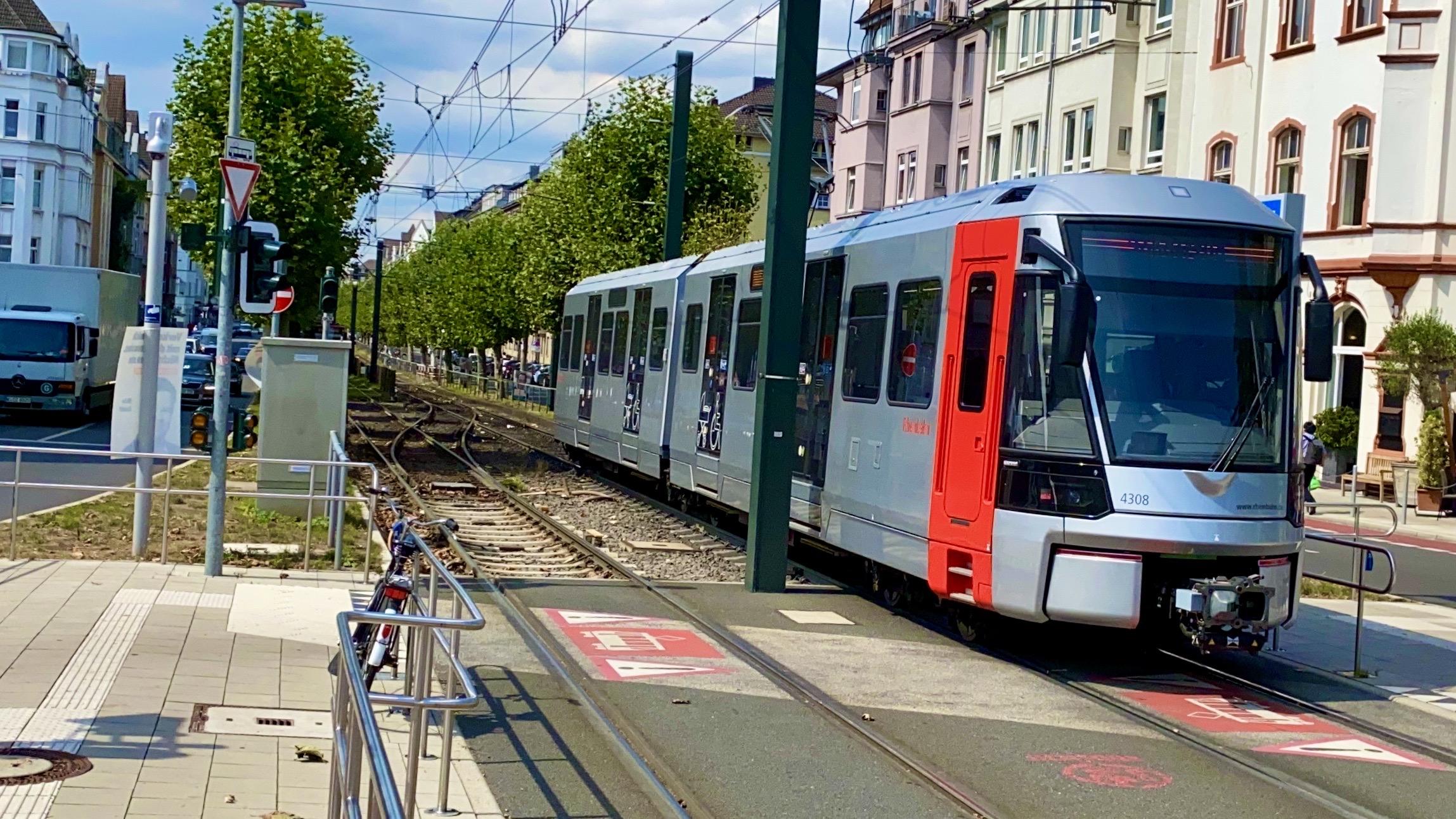 Das Rheinbahn Desaster mit der neuen StraßenbahnHF6