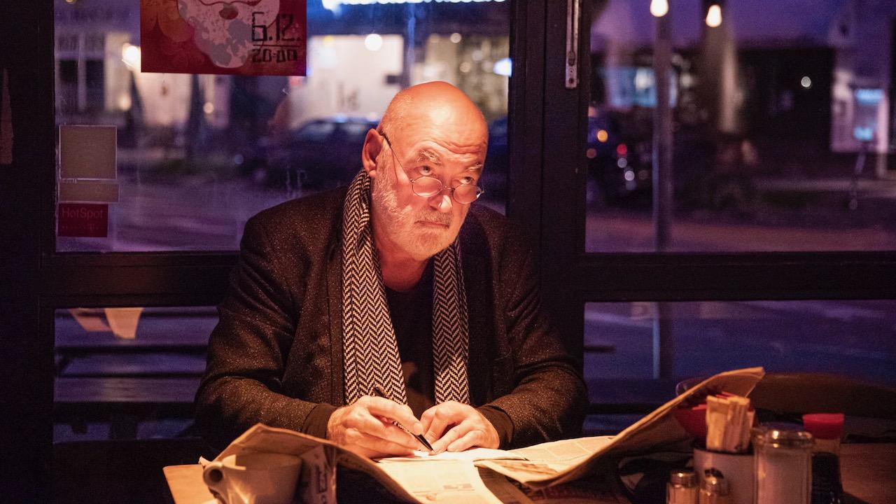 Autor beim Schreiben einer Story